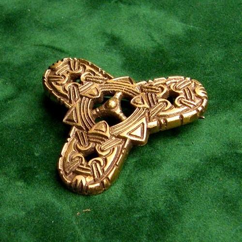 Kleeblattfibel im Borrestil Bronze