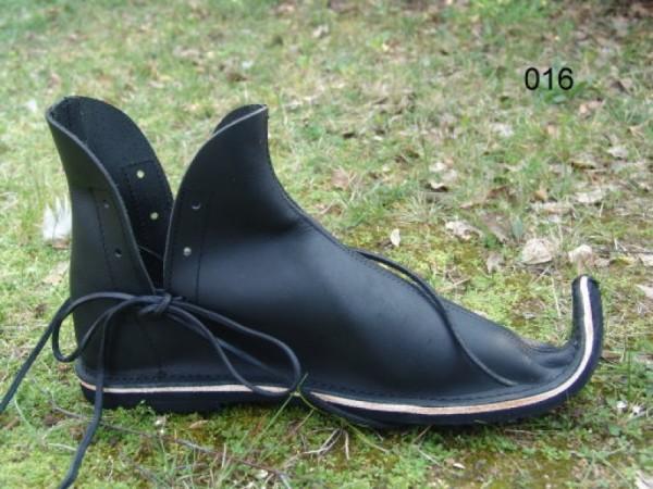 Schnabelschuh aus Nubukleder schwarz - Mittelalterliches Schuhwerk